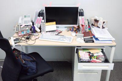 文房具が増えすぎると机が汚くなるかも…