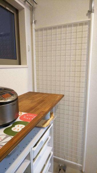 キッチンの壁面収納に使うパーテーション突っ張りラック